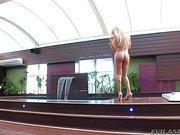 Dreamy shemale Izadora Ribeiro clip1