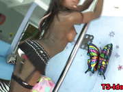 Solo ebony tranny dances and jerks