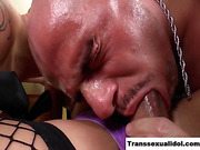 Bianca Hills gets her big dick sucked