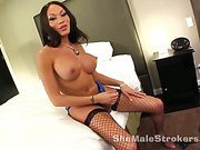 Sizzling hot shemale beauty Mia and her big cock