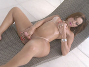Sexy Shemale Gabrielli Bianco Jerks Off In A Pool