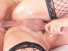 TS Lara Machado enjoys anal sex