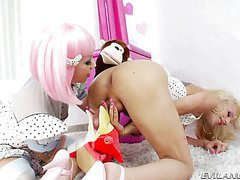 Sparky Sin Claire and dreamy shemale Juliette Stray clip3