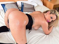 Beautiful tranny Camilla Carvalho oves a bottom position on a hardcore sex