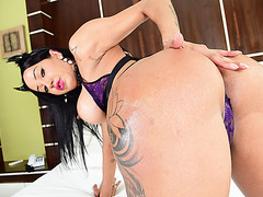 Lovely Tgirl Thais drills her lovers ass in extreme anal sex