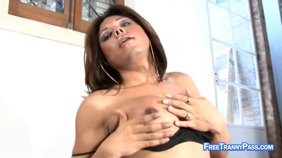 Maria Bellucci Handjob