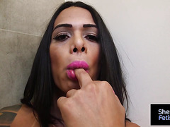 Horny Rosy Pinheiro pleasing by blowing big cock of lover