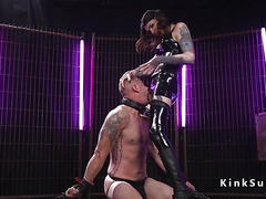 Dominatrix tranny in latex anal fuck sub