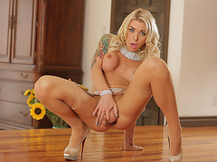 Beautiful Transgirl Aubrey Kate gets her ass dicked