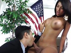 Shemale blows her stud before he returns the favour