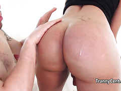 Guy sucks tranny cock the fucks her