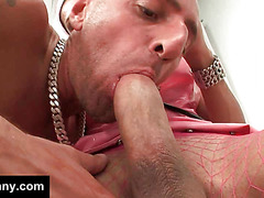 Hung guy gets anal from a tranny