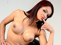 Tanned tranny hottie Lorraine Balde toys her ass while she masturbates