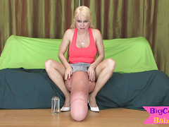 Bootylicious tgirl plays with her massive dong