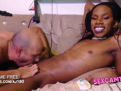 Lucky man blows black trans shaft - SEXCAMTS.com