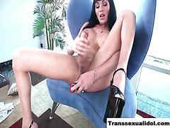 TS Mia Isabella jerks her shiny tool
