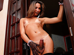 Solo tranny chick Bianca Hills showing off