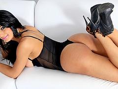 Super sexy shemale Valentina Bittencourt fucked and jizzed