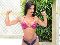 Latina beauty Nathany Gomez receives an intense blowjob