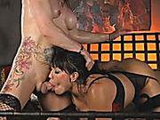 Tattooed tranny fucked busty milf in bed