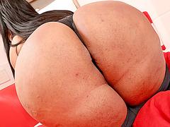 Bubble booty Latina TS Milena Z hot masturbation show