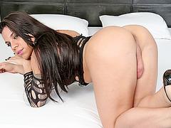 Curvy Latina TS Ariane de Briho jerks off for double cumshot