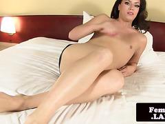 Amateur brunette fembois solo masturbating