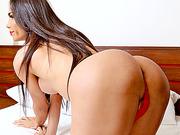 Bubble booty Brazilian TS wanks her beefy dick and jizzes