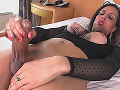 Superb tranny masturbates and fucks anal with a dildo