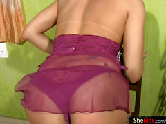 Blonde shemale stretches her asshole in closeup and tugs off