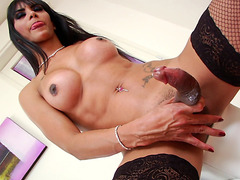 Hung Tranny Samantha Q Gets Herself Off