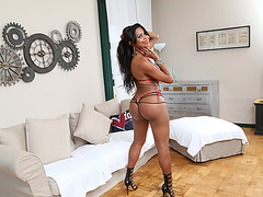 Transbabe Valerya rams her lovers ass