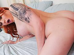 Shemale Aspen satisfies sexual lust